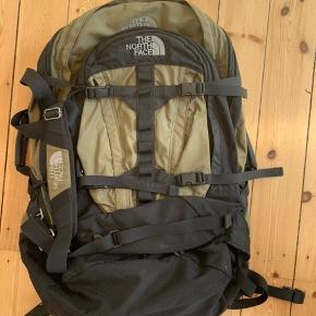 Brugt en gang. Som ny. Blot ligget opbevaret.  Kan anvendes til Hiking, camping og almindelig rejse. Med aftagelig rygsæk.  Model:M4100 Mener den kan rumme 102L. Nypris: kr.2500,-