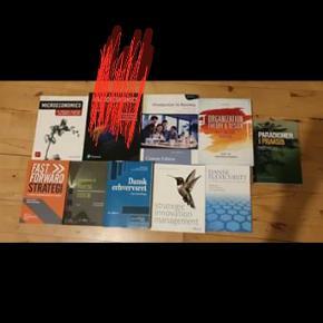 Studiebøger til 1+2 semeter til erhvervaøkonomi, HA fra 2017/2018 og til 1. Semester på finansbacheloren fra2019   Er som nye, der er et par få overstregninger i en elelr to bøger, men langt de fleste bøger er ikke åbnet endnu.