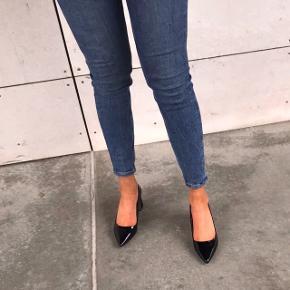 Smukke sorte stiletter 💗🌸 med en stor tyk hæl