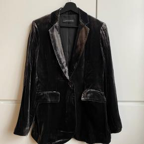 Zara woman anthracite velvet blazer. Part of a co-ord set with palazzo trousers. Size S. Perfect condition, never worn.