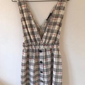 Kjole fra Zara brugt en gang i få timer under studenterugen - så god som ny:)