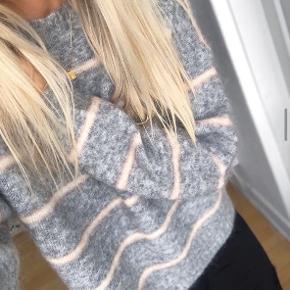 Acne Sweater sælges, næsten ubrugt. Stadig i butikkerne til fuld pris.