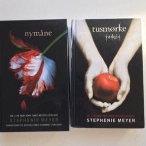 Bøger: twilight 1 & 2  Skrevet af: stephenie Meyer Bøgerne har aldrig været læst i så er som nye - 100kr pr. Stk. 150kr for begge bøger  Nr.1 tusmørke Nr.2 nymåne  Befinder sig mellem Dybvad og skæve