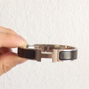 Hej :)  Sælger dette hermes armbånd  Str 18 cm Alt OG  Mp 2000 Buy it now 2899,-  Skriv privat for mere info eller 50391009