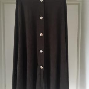 Zara midi skirt with golden buttons.