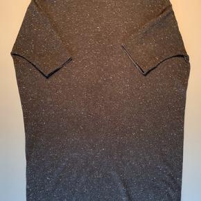 Sort meleret dejlig varm lang kjole i 100% uld