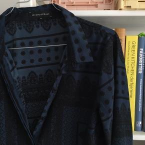 Mønstret skjorte fra Second Female. Brugt en gang eller to.