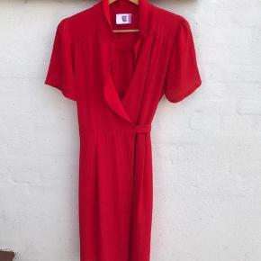 Rude slå om kjole Bryst lidt over 50 cm Fra skulder og ned  126 cm