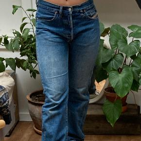 Gamle fede diesel bukser, helt bløde da de (som også kan ses på sidste billed) er gået godt til - mangler bælte-holder-flap i højre side