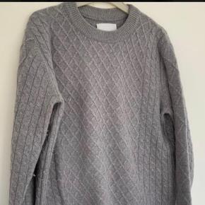 Fed sweater i kabel strik