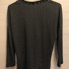 Stribet trøje fra zara i en størrelse S Skriv privat for mere info.