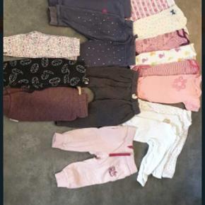 Tøj pakke fra str. 50-80, der er tøj til babys først år.  Primær h&m, men indeholde også andre mærker.  Ingen huller eller pletter.