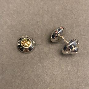 Fine stud øreringe fra Henri Bendel.  Kan afhentes i Gentofte eller sendes på købers regning.
