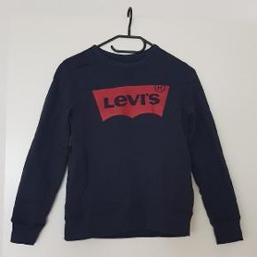Lækker sweatshirt i marineblå i str.152 det er en Unisex model