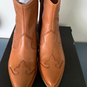 Via vai Sienna boots i farven cognac. Nye og ubrugte.