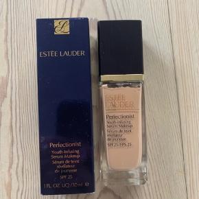 Helt ny og uåbnet Estée Lauder Perfectionist foundation✨✨ Farve: 3n1