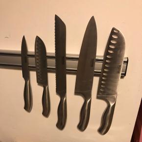 Knivsæt fra Thomas Rosenthal Group. Har været i brug i 2 år. God stand