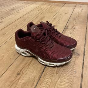 Nike TN  Brugt ganske få gange, så de er som nye 👌🏼 Små i størrelsen