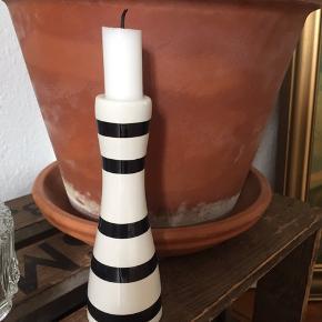 """Kähler """"Omaggio"""" lysestage, sorte striber, 16 cm.  Uden skår.  Sendes ikke."""