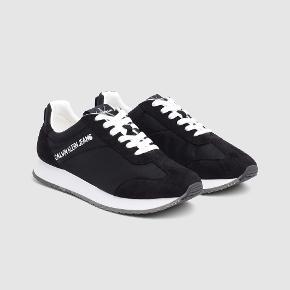 Fantastisk blotte sko fra Calvin Klein som både kan bruges til kjole og jeans.   Helt nye med original kasse.   Sælges for 450plus porto.   NY PRIS 800kr