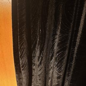 Super smuk maxi kjole i velour, aldrig brugt. Mærket er ukendt. Passer en str. S