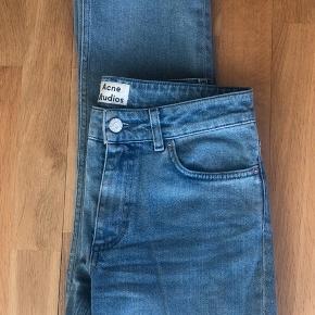 """Acne Studios jeans i modellen """"Jet eighties blue""""   Str 27/32   Kan afhentes i København eller sendes med DAO (på købers regning) ⭐️"""