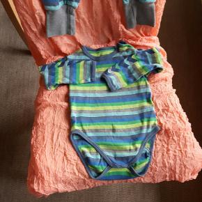 Hummel body og bukser str 86 sælges samlet