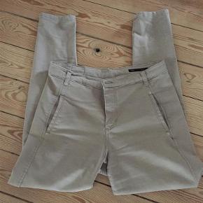 De fede Jolie i fin stand.  bukser jeans Farve: kakki Oprindelig købspris: 600 kr.