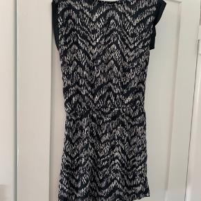 Sød sommer kjole med ryg udskæring fra neo noir til kun 100kr Ingen tegn på slid  Tags  Sommerkjole, kjole, mango, ZARA, Asos, nelly, zalando