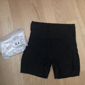 Helt nye shorts til dels under kjoler mm