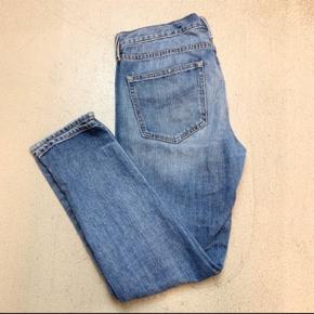 Boyfriend jeans i str 28/32.  Kan desværre ikke passe dem, så derfor ingen billeder med dem på.  Køber betaler fragt.