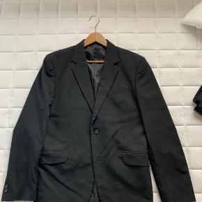 Klassisk jakkesæt fra Selected med re-designed jakkesætsbukser