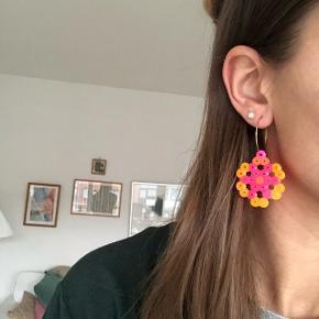 Perle øreringe i creoler pink/orange💮 prisen er inkl Porto