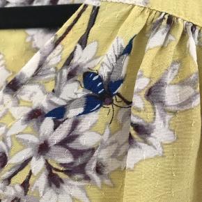 Smuk gul bluse med det skønneste mønster. Design: Anna Glover for H&M 100 % viscose