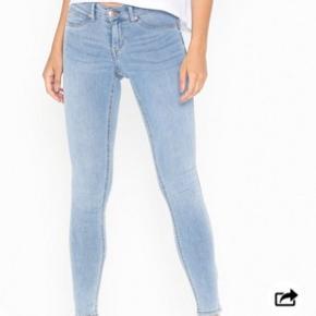 "Bukser fra Gina Tricot, i modellen ""Alex"". Str. Medium."