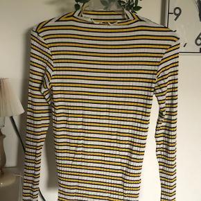Sælger denne super søde trøje fra Mads Nørgaard, da jeg ikke får den brugt. Den er i perfekt stand.