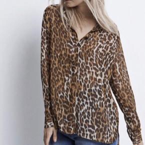 Sælger denne fine leopard skjorte fra Envii. Brugt en enkelt gang, så fremstår som ny 💖🤎