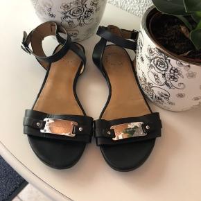 SÅ flotte MBMJ sandaler. Sorte med sølv hardware. Str 37. Brugt ca 10 gange.