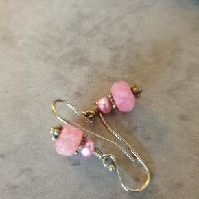 Blandede lyserøde hængeøreringe 50 kr. Pr. Stk.  #30dayssellout