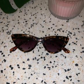 Fine solbriller fra zalando Købt for 140kr Aldrig brugt Etui medfølger