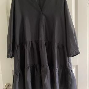 Sort Neo Noir kjole/tunika kun brugt en gang.