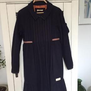 Smuk frakke i str 2   ;)
