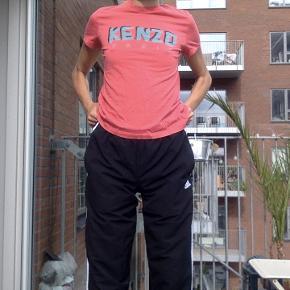 T-shirt fra Kenzo.
