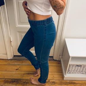 Jeans leggings. De er lidt for store til mig, vil sige de passer str S og M