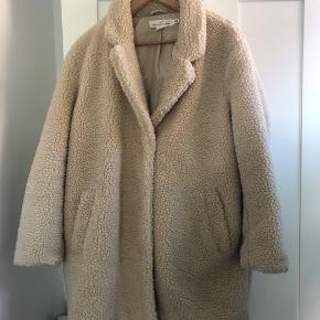 Flot frakke - aldrig brugt. Nypris: 700kr.