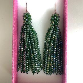 Flotte øreringe med grønne perler. Aldrig brugt.   Bytter ikke!