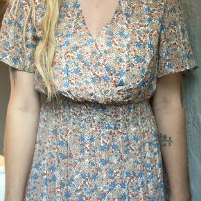 Kun prøvet på. Flot sommer kjole. Rummelig i størrelsen.    #trendsalesfund