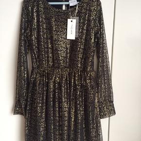 Helt ny kjole fra The New str. 11/12 år (Min datter på 10 passer den)