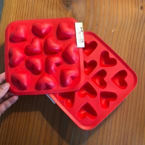 9 stk. Ikea hjerte isterningebakke. Normalpris 10 kr stk. aldrig brugt.