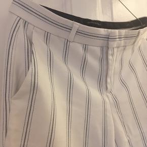"""""""Office pants"""" fra Banana Republic, ankellange   Str. 4, passes af en S-M / 36-38   Som ny  Bud ønskes ☀️"""